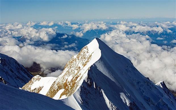 До вершины Монблана оставалось 400 метров ...