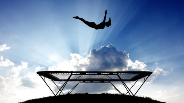 Прыжки на батуте помогут стать стройнее