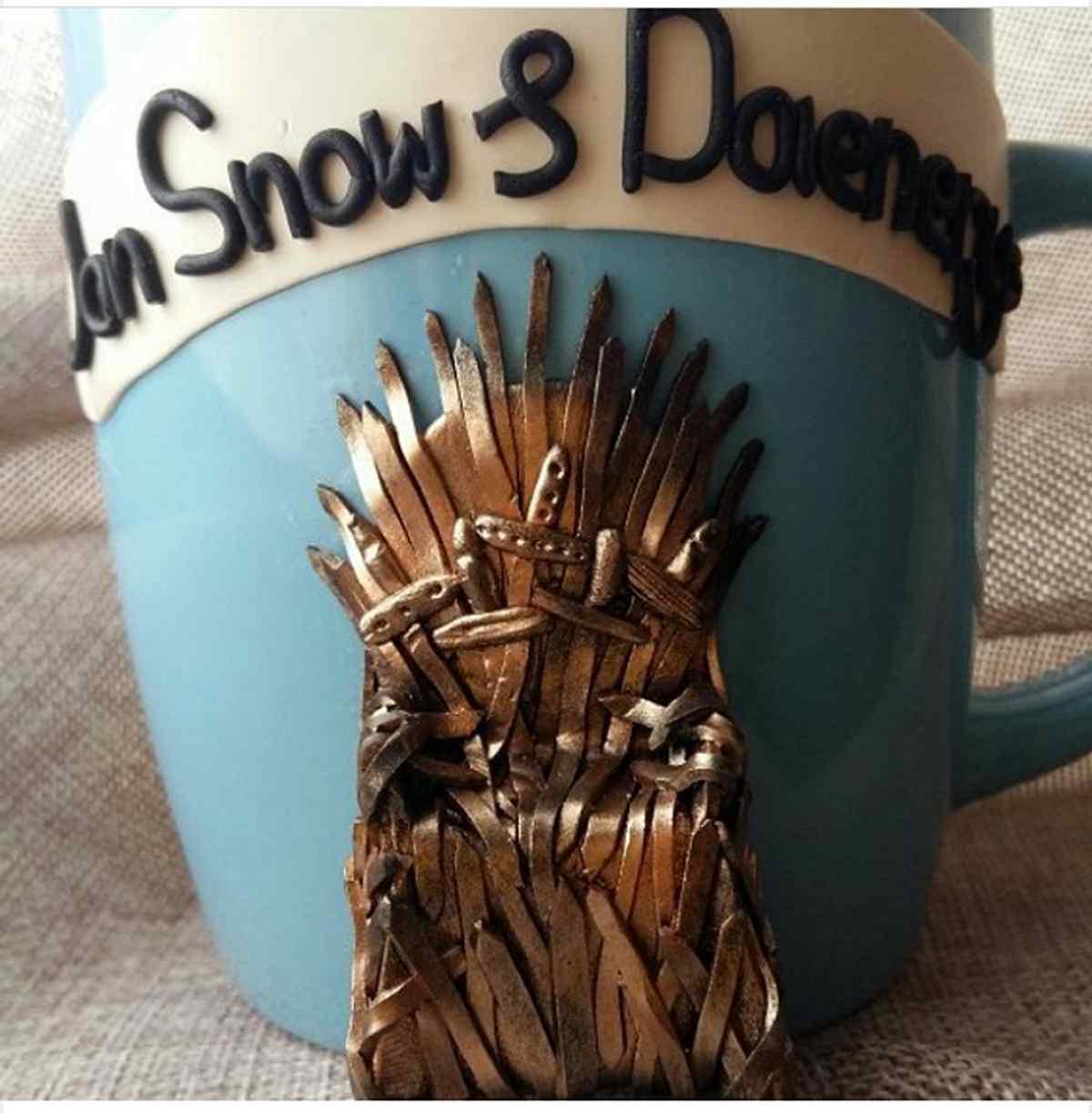 """Персонажа """"Игры престолов"""" мастерица лепила на фарфоровую чашку целую неделю"""