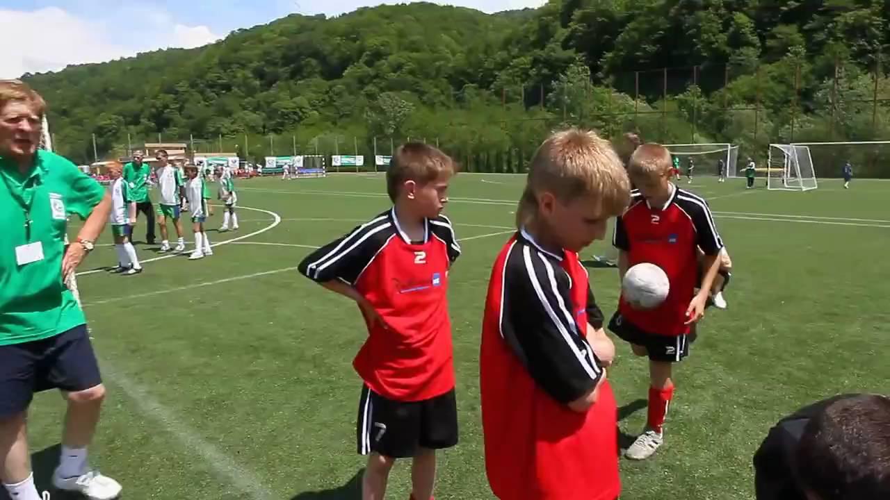 Урок футбола: дети получили заряд бодрости, хорошее настроение и футбольную форму