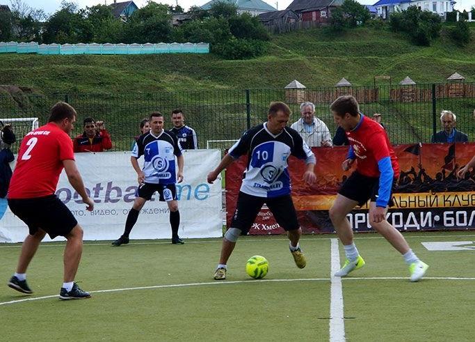 Победители турнира получили футбольные мячи Найк
